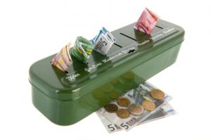 Caja con billetes de euro